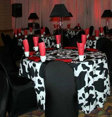 linen-table-print-cow-bw.jpg-thumb
